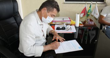 Prefeito Mundô assina termo de adesão ao Selo Unicef 2021-2024